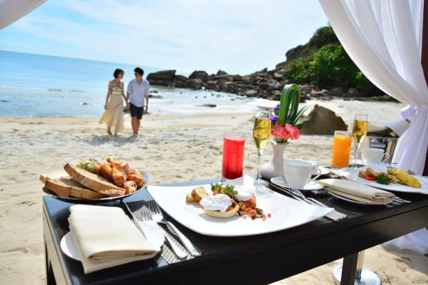 PRIVATE BEACH BREAKFAST