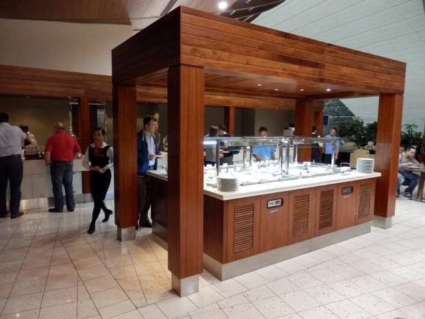 EMIRATES BUSINESS CLASS LOUNGE - BUFFET STATION