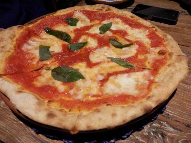 AMICI RESTAURANT: PIZZA