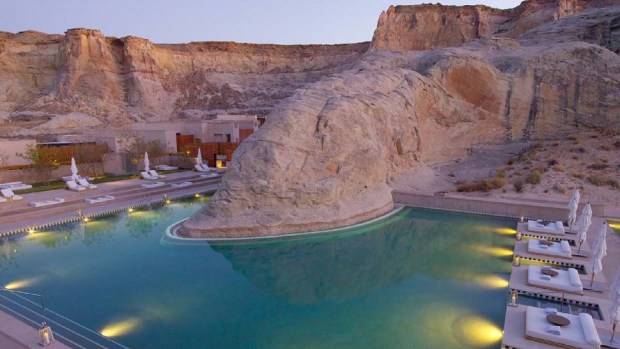 TOP 10 MOST SPECTACULAR SWIMMING POOLS IN THE WORLD