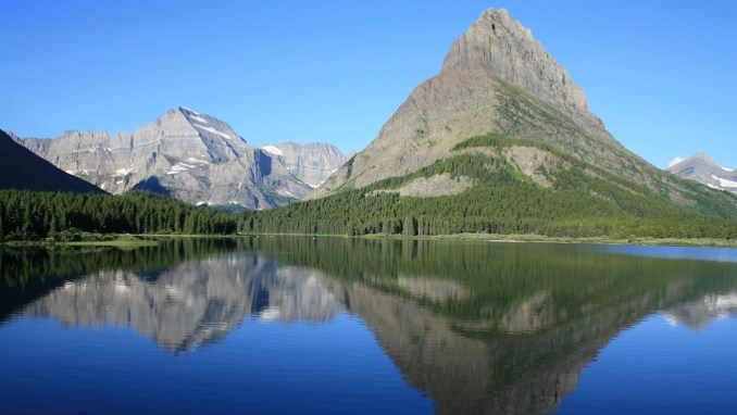 GLACIER NATIONAL PARK - MANY GLACIER LAKE