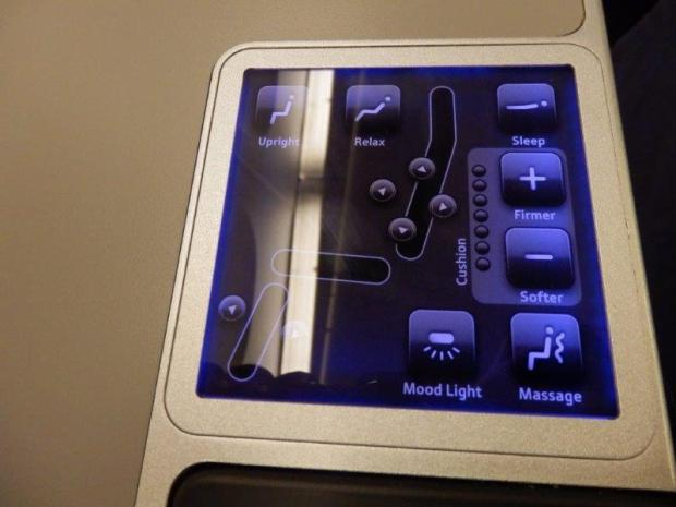 BUSINESS CLASS SEAT 3A: SEAT CONTROLS