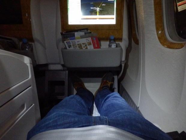 ANGLED LIE-FLAT SEAT