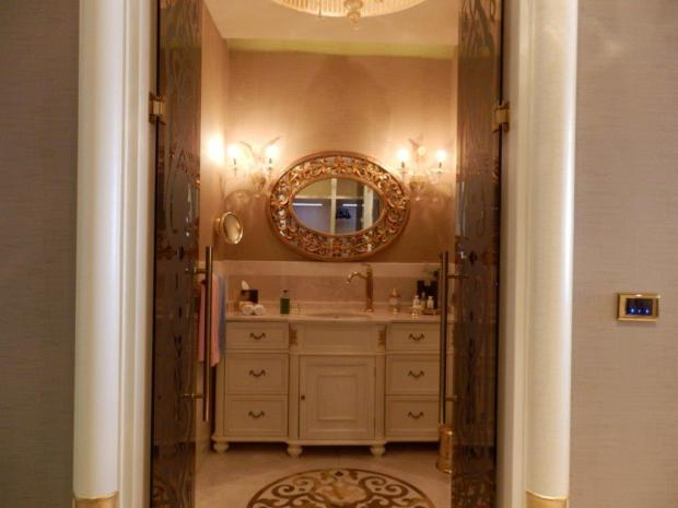 GRAND SUITE: BATHROOM