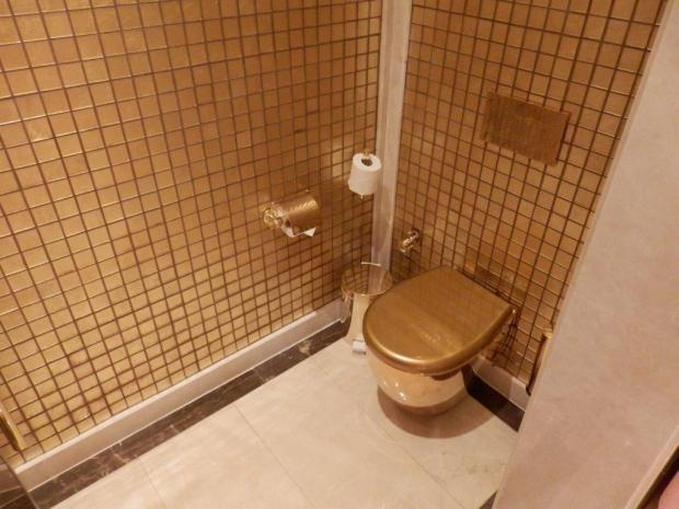 GRAND SUITE: BATHROOM