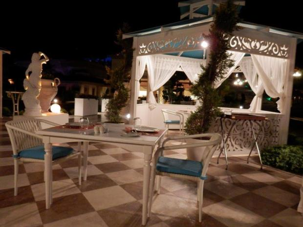 FORTUNELLA RESTAURANT TERRACE AT NIGHT