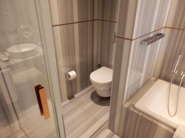 GRAND DELUXE ROOM: BATHROOM