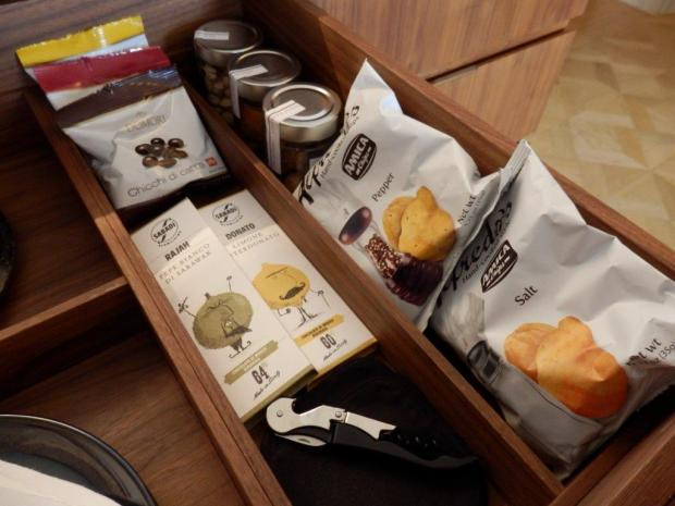 ROOM PALAZZO STANZA: COMPLIMENTARY SNACKS