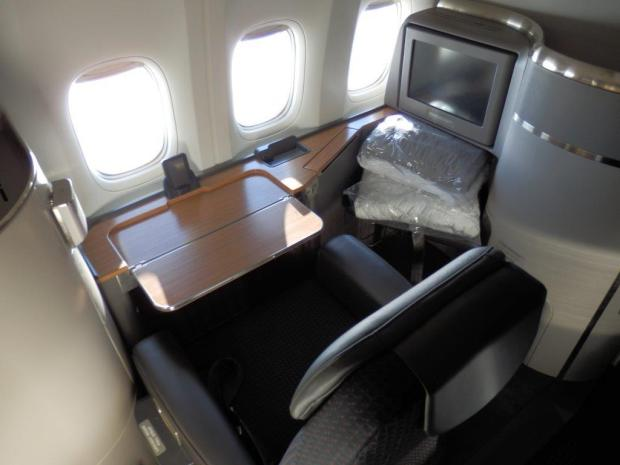 FIRST CLASS SEAT: DESK FACING THE WINDOWS