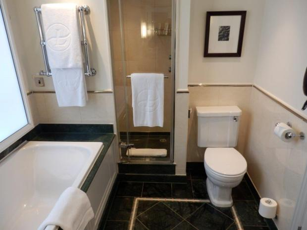 GRAND EXECUTIVE ROOM: BATHROOM