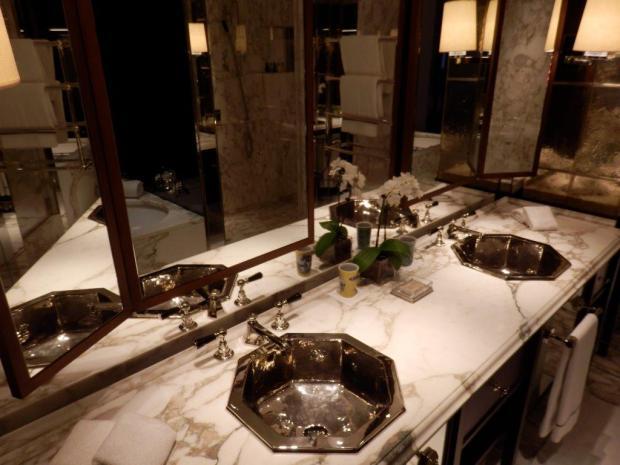 PREMIER SUITE: BATHROOM