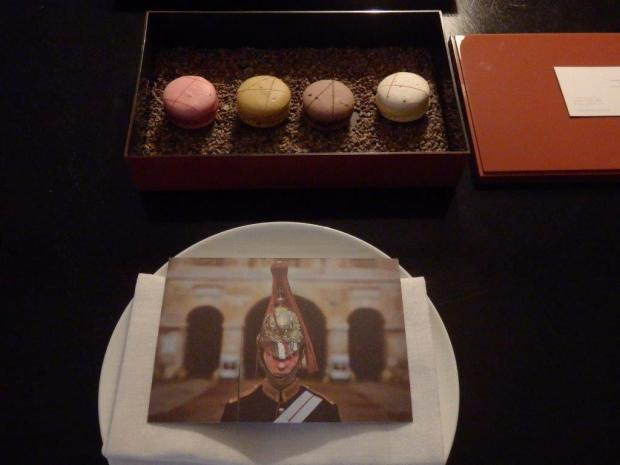 PREMIER SUITE: WELCOME MACARONS
