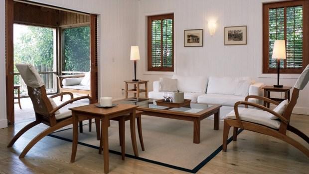 ONE BEDROOM BEACH HOUSE - LIVING ROOM