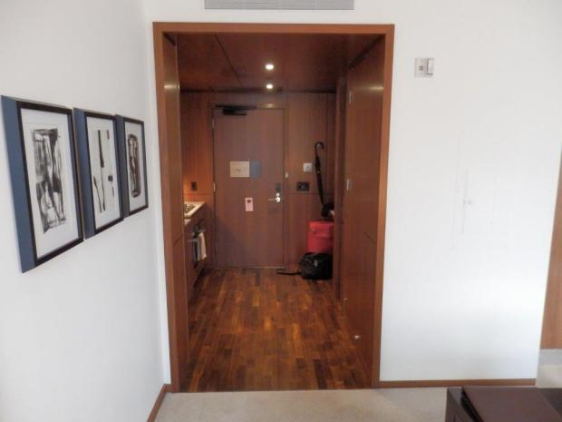 EMPIRE STATE VIEW SUITE: ENTRANCE