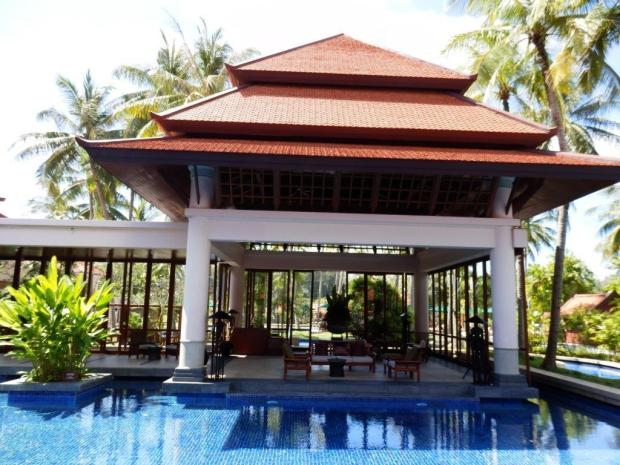 TAMARIND RESTAURANT (JAPANESE CUISINE) SURROUNDS THE LAP POOL