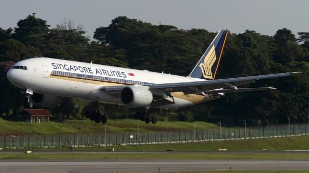 SINOGAPORE AIRLINES BOEING 777-200