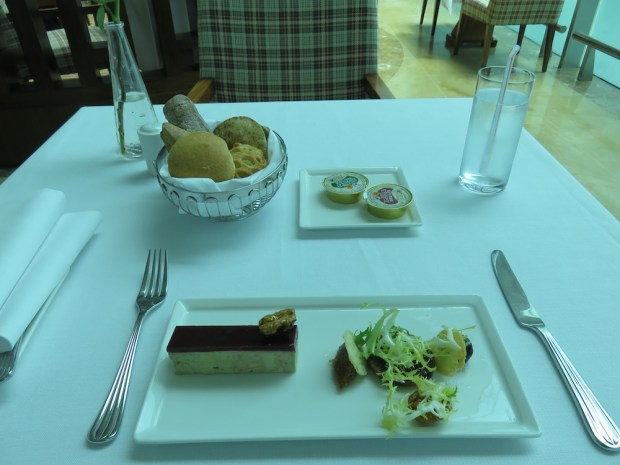 FIRST CLASS LOUNGE: RESTAURANT