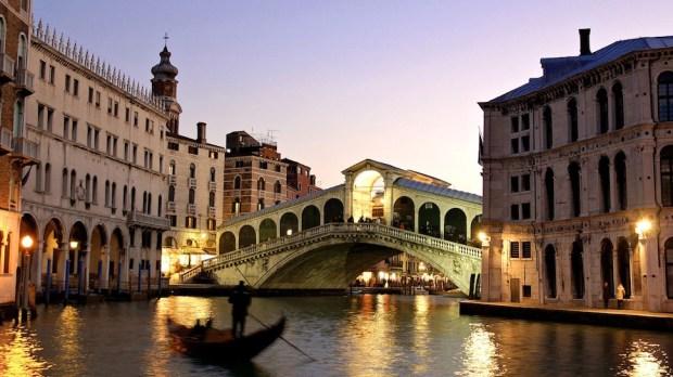 PONTE DI RIALTO, VENICE, ITALY