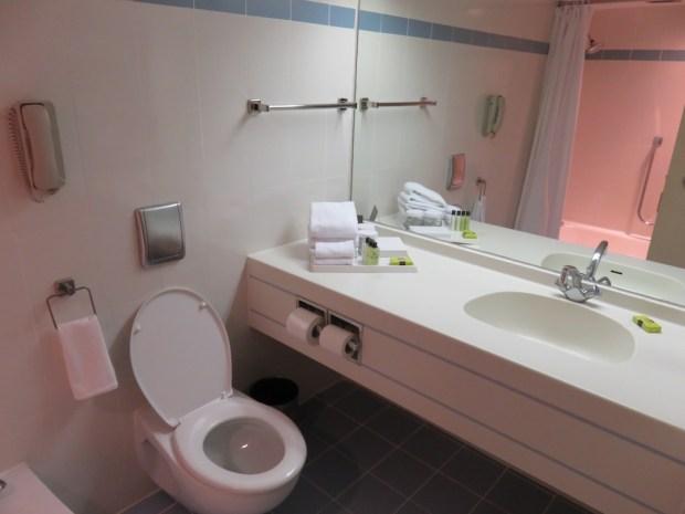 CLASSIC ROOM: BATHROOM