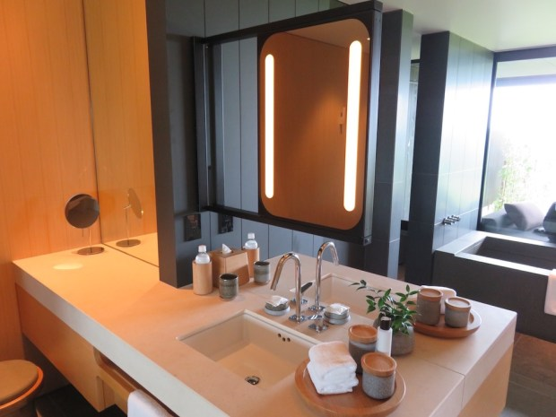 SORA SUITE: BATHROOM