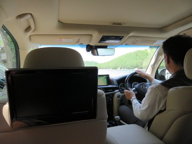 COMPLIMENTARY LIMOUSINE TRANSFER
