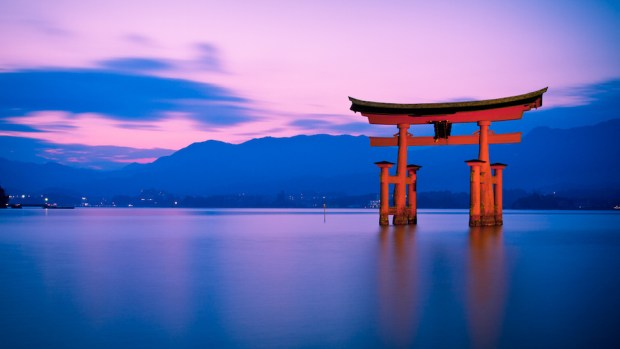 MAKE A TRIP TO MIYAJIMA ISLAND
