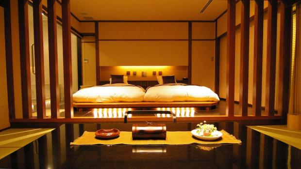 STAY OVERNIGHT AT A RYOKAN