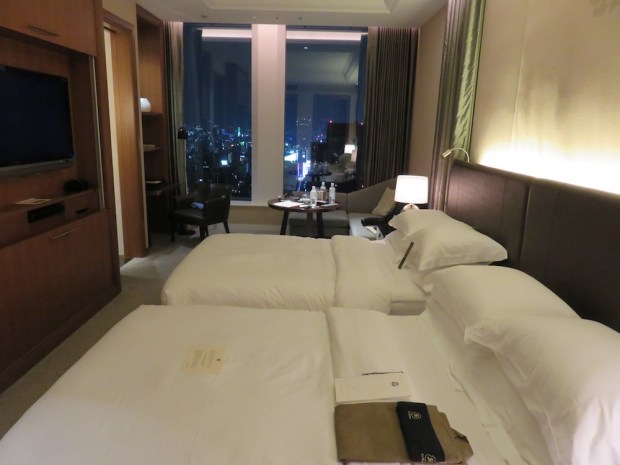 GRAND DELUXE PREMIER ROOM: AT NIGHT