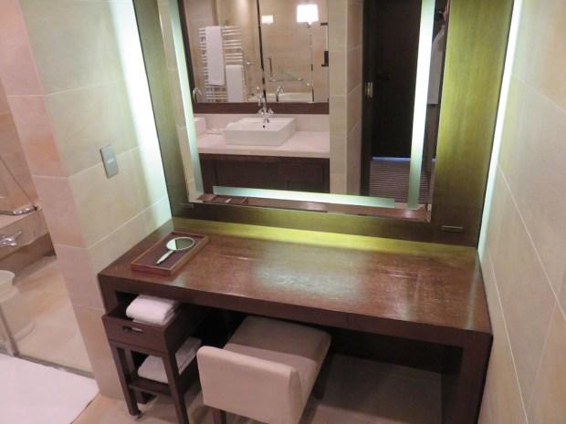 DELUXE TWIN ROOM: BATHROOM