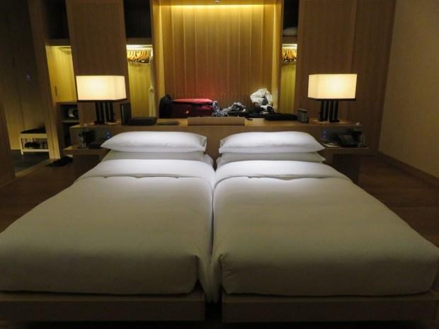 ROOM AT NIGHT