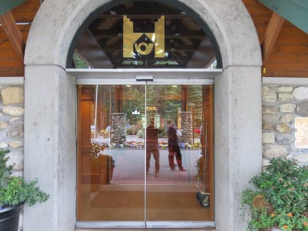 HOTEL EXTERIOR: ENTRANCE