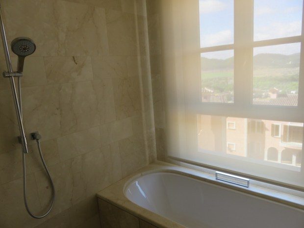 VIEW ROOM - BATHROOM