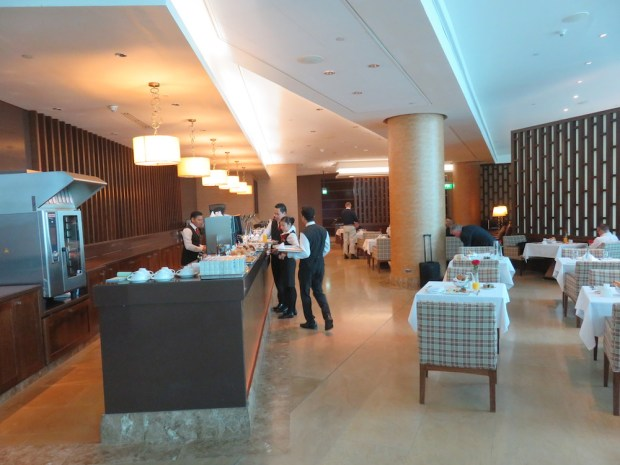 EMIRATES FIRST CLASS LOUNGE