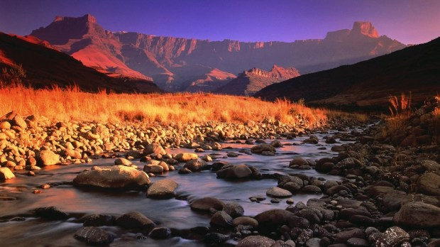 HIKE IN THE UKHAHLAMBA DRAKENSBERG PARK
