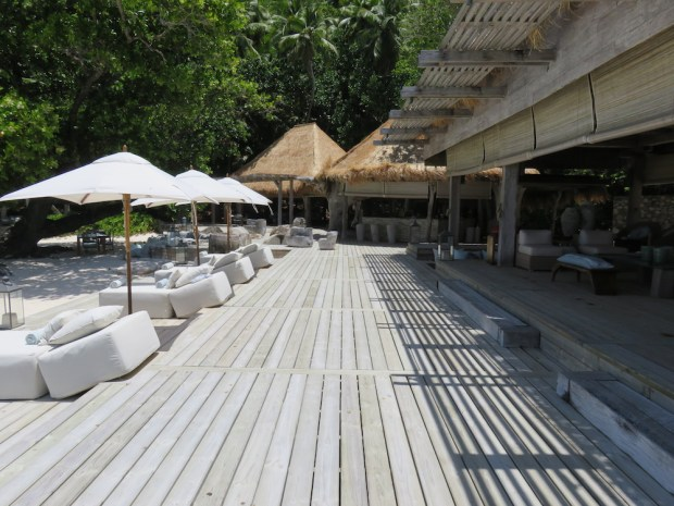 THE PIAZZA: OUTDOOR LOUNGE