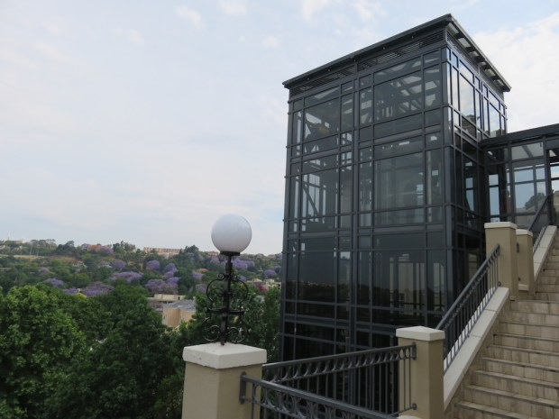 GLASS ELEVATOR TO RESTAURANTS