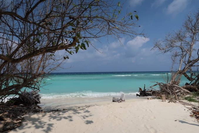 ​MEDHUFARU ISLAND: HIDDEN BEACHES