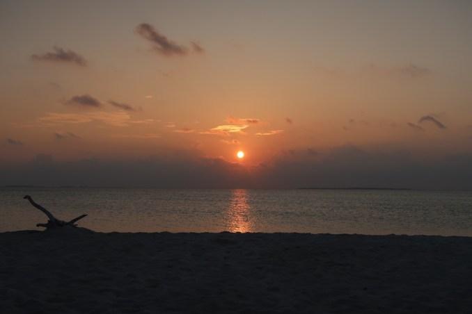 MEDHUFARU ISLAND: NORTH BEACH AT SUNSET