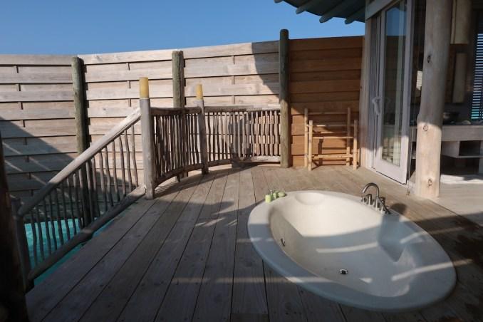 ONE BEDROOM WATER RETREAT: BATHROOM