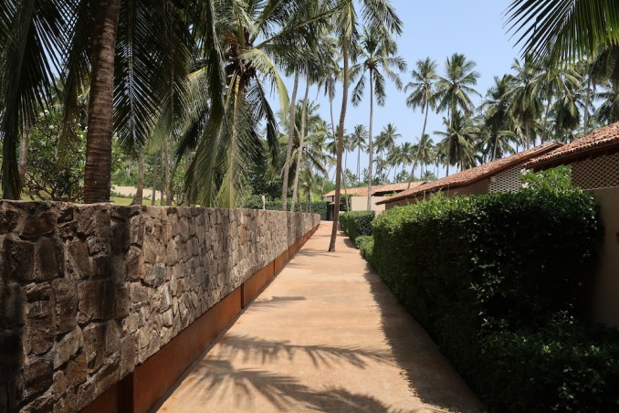 AMANWELLA: WALKWAY TO ACCOMMODATIONS