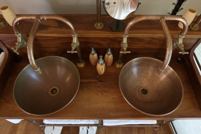 WILD COAST TENTED LODGE: COCOON SUITE - BATHROOM