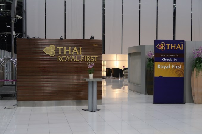 SUVARNABHUMI AIRPORT: THAI FIRST CLASS CHECK-IN AREA