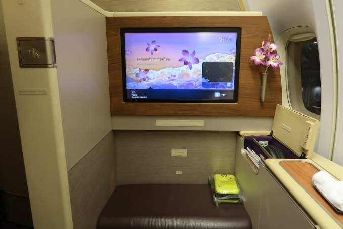 THAI AIRWAYS B747 FIRST CLASS SEAT 1K