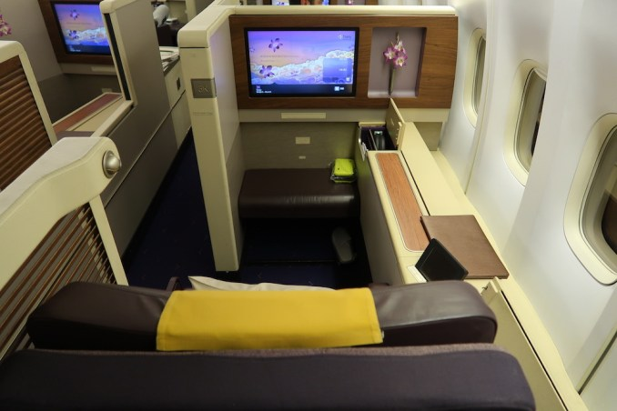 THAI AIRWAYS B747 FIRST CLASS SEAT