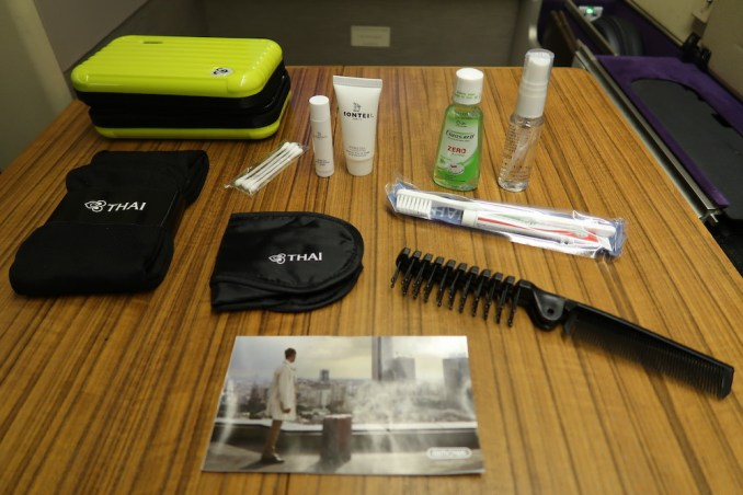 THAI AIRWAYS B747 FIRST CLASS AMENITY KIT