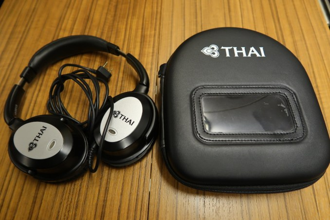THAI AIRWAYS B747 FIRST CLASS NOISE-CANCELLING HEADPHONES