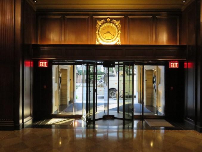 ROSEWOOD HOTEL GEORGIA: PEDESTRIAN ENTRANCE