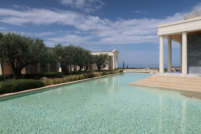 AMANZOE CENTRAL PAVILION: WATER POND