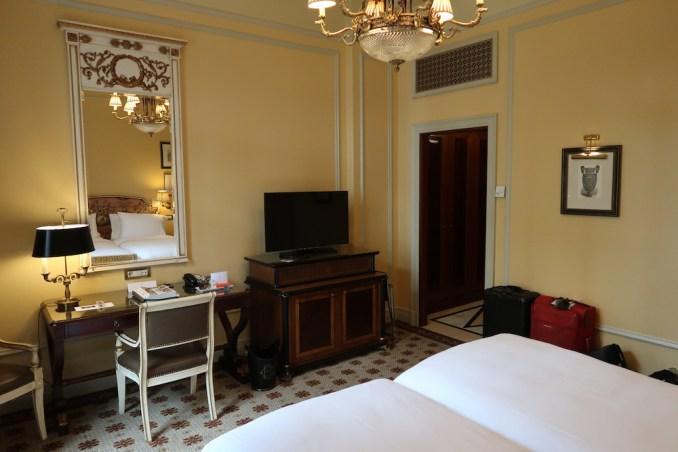 HOTEL GRANDE BRETAGNE: DELUXE ROOM