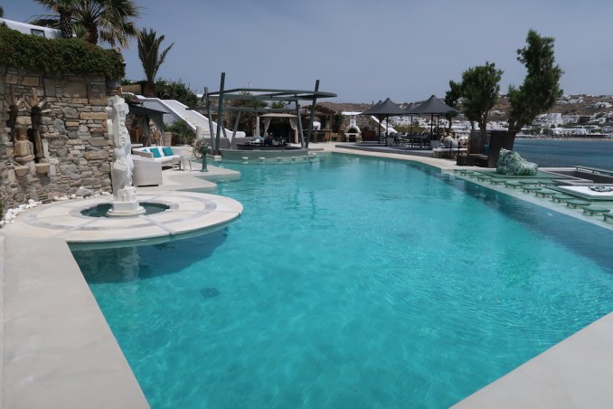 KIVOTOS MYKONOS: MAIN SWIMMING POOL